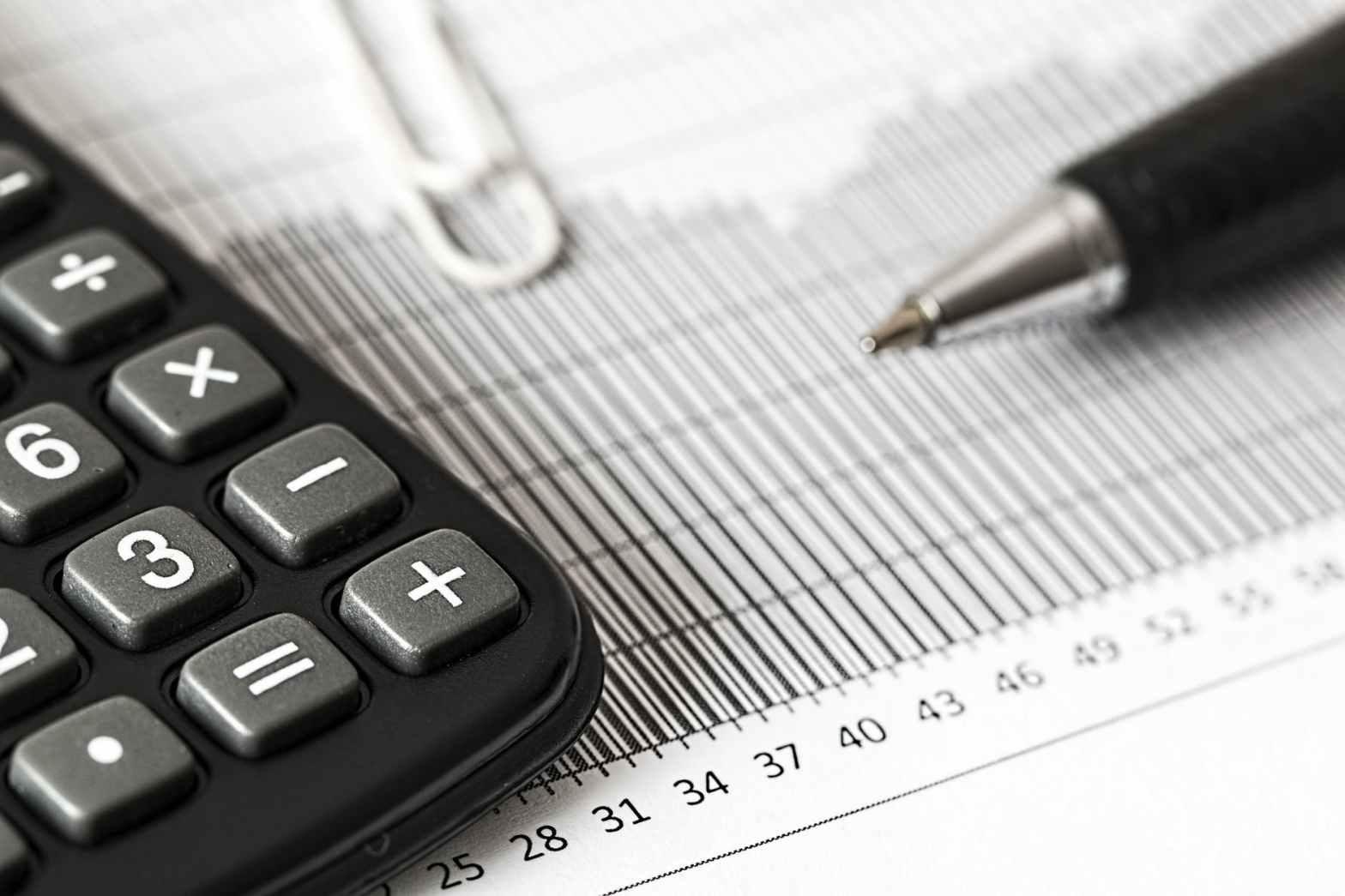 Artigiani e commercianti possono richiedere la riduzione dei contributi previdenziali se operano in regime forfetario